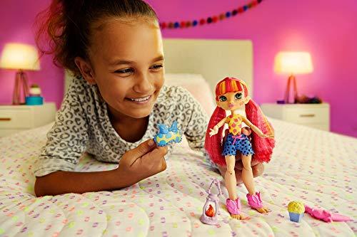 Cave Club Emberly Fiesta de Pijamas Muñeca con moda para dormir y accesorios de juguete (Mattel GTH01)