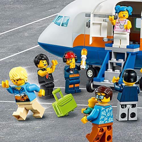 City Airport Avión de Pasajeros,Terminaly CamiónSetde Juego para Niños6+, multicolor (Lego ES 60262)