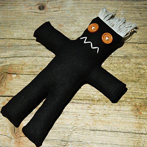 Darko Doll Black – Muñeca vudú con aguja e instrucciones de rituales (idioma español no garantizado).